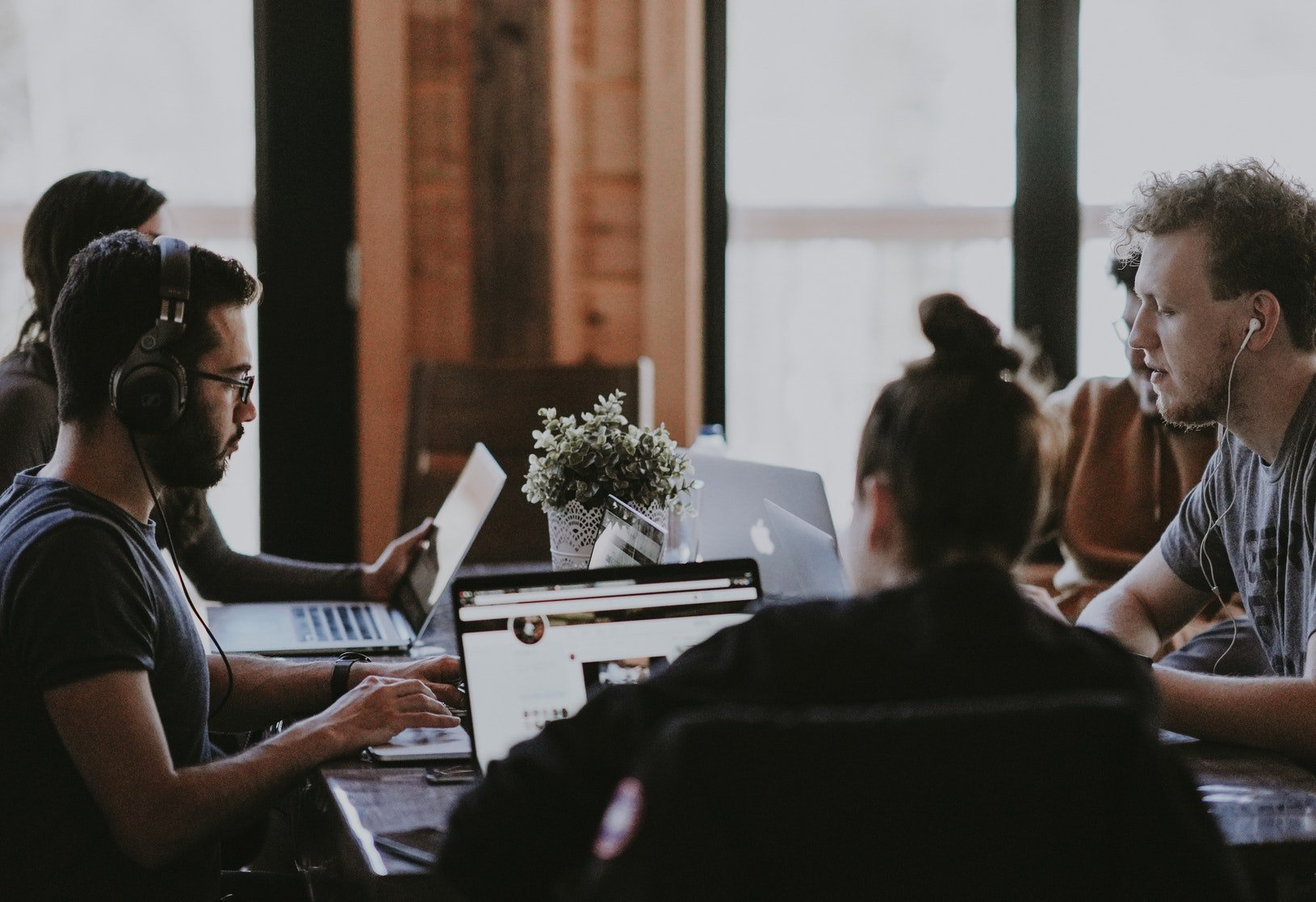 How to Manage a Remote Team: Best Practices, Tools, And More
